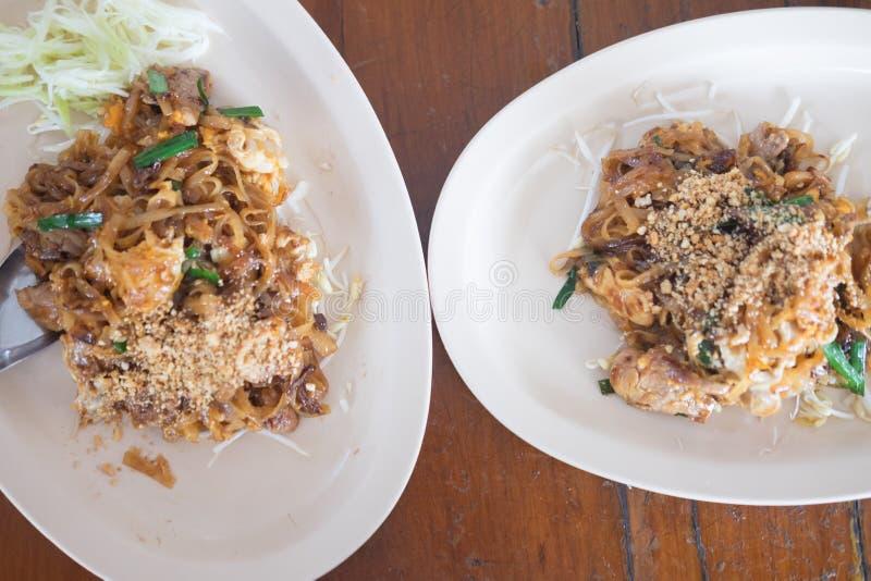 泰国样式面条用新鲜的猪肉它告诉了垫泰国 免版税库存图片