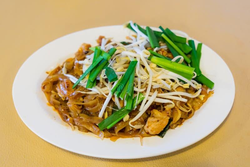 泰国油煎的面条告诉了Pad Thai和菜 免版税库存图片