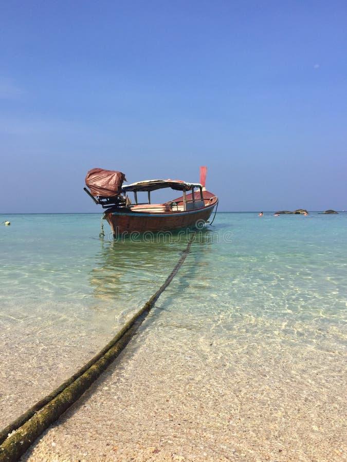 泰国渔夫小船Lipe海岛 库存图片