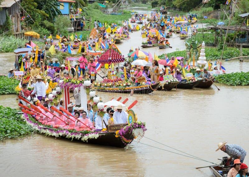泰国游行蜡烛对寺庙 图库摄影