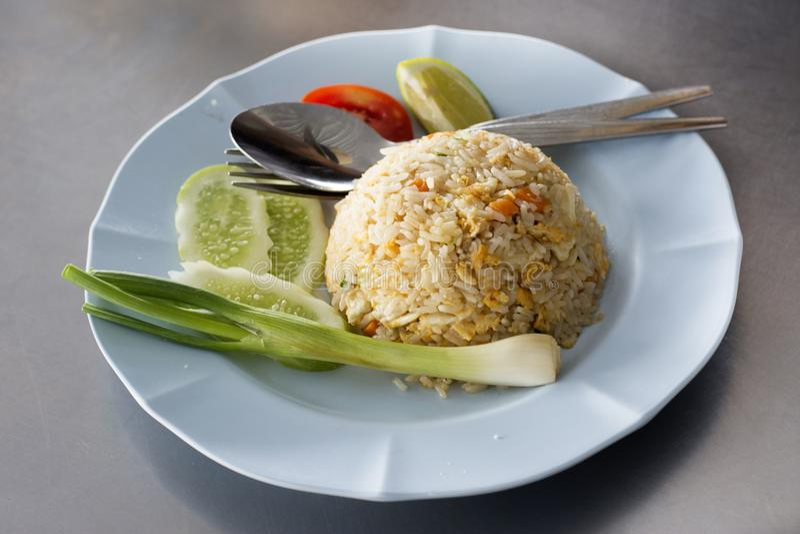 泰国炒饭用蟹肉服务与菜 库存图片