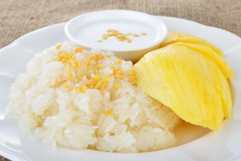 泰国点心,芒果用黏米饭 免版税库存照片