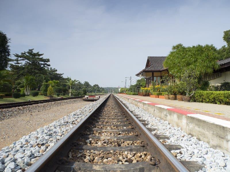 泰国的地方火车站 免版税库存照片