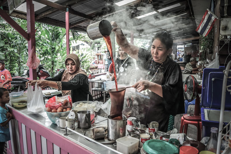 泰国穆斯林在曼谷做咖啡 免版税库存照片