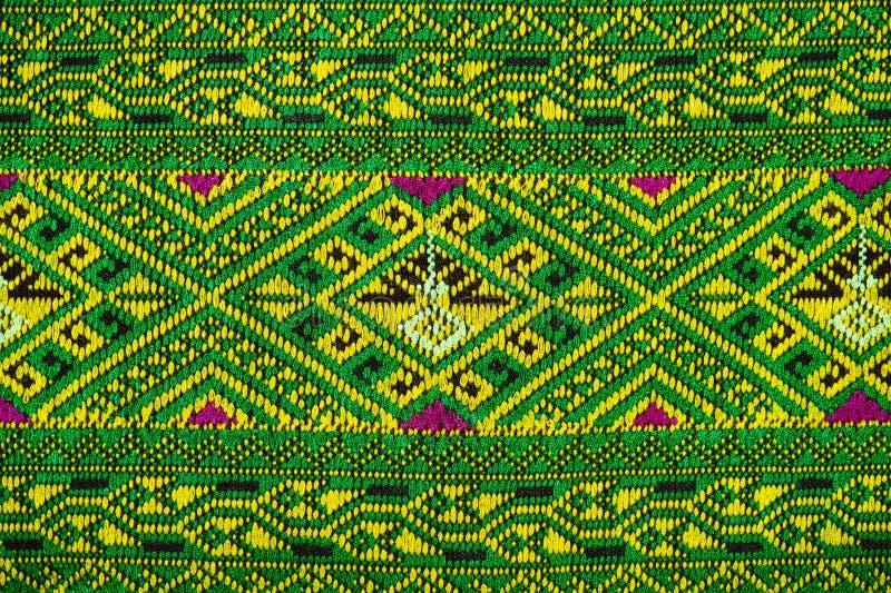 泰国织品颜色古董手织的织品自然染料织品美丽的颜色美丽的织品老时尚织品的丝绸 免版税库存照片