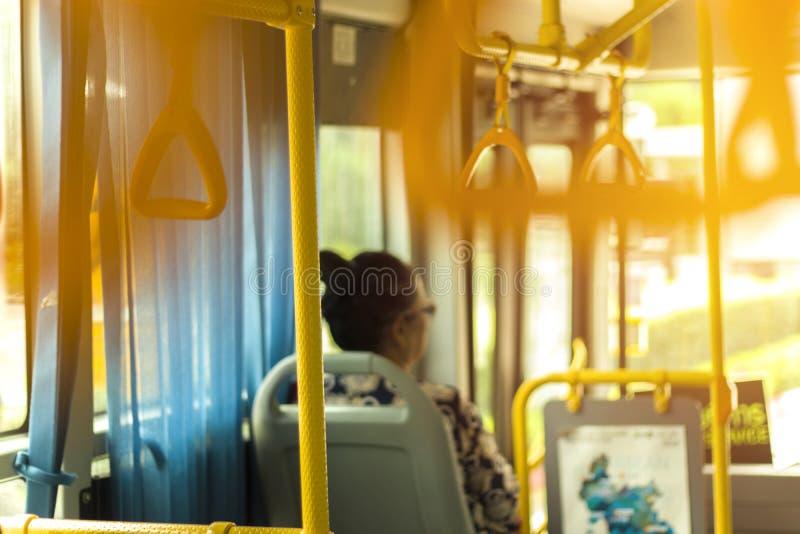 泰国老妇人人民坐公共汽车在Chiangmai泰国 库存照片