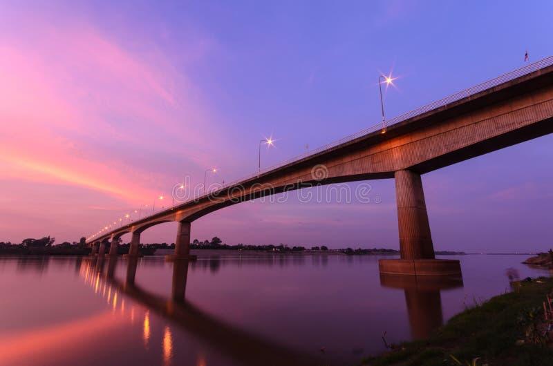 泰国老挝人友谊桥梁 免版税库存照片