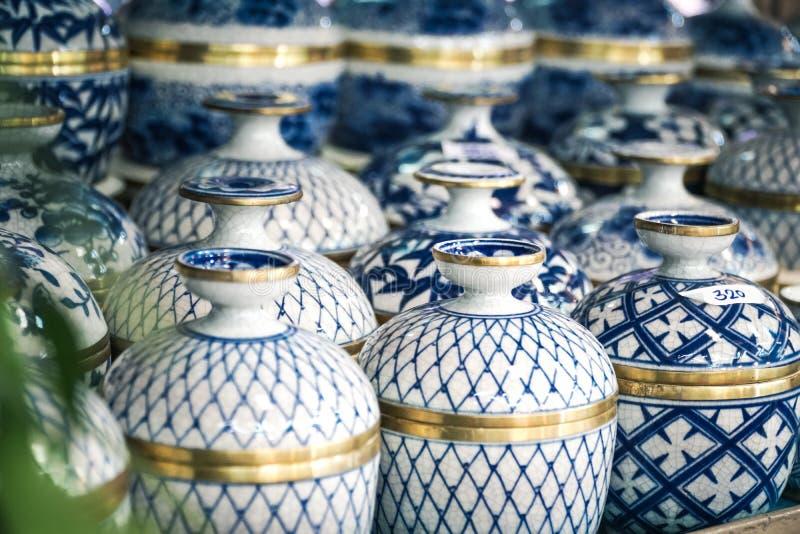 泰国艺术和工艺Benjarong取缔Donkaidee Samutsakorn,它是与国际标准的五星标准 库存图片