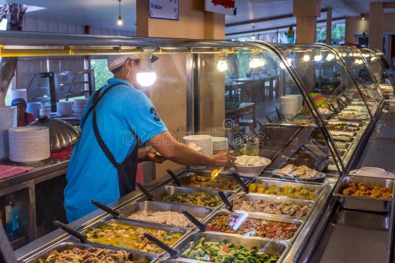 泰国街道食物、咖喱和米购物 免版税库存照片