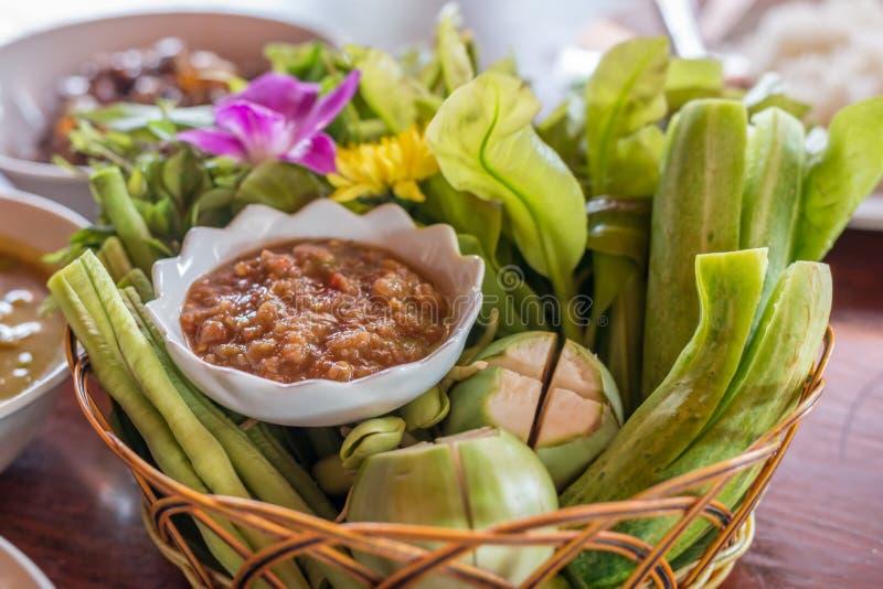 泰国辣味番茄酱和混杂的菜,泰国食物 免版税库存照片