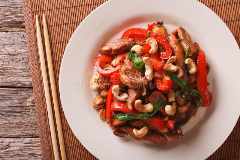 泰国辣鸡用胡椒和腰果特写镜头 水平 库存照片
