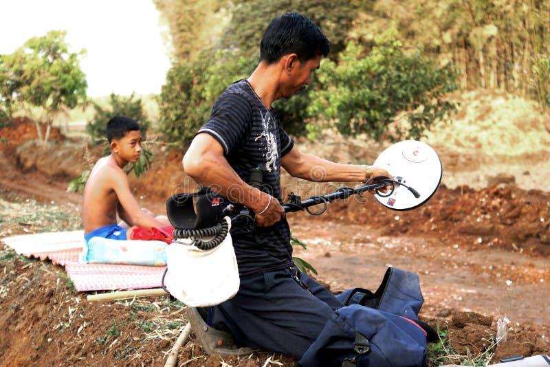 泰国金探油矿者 免版税库存照片