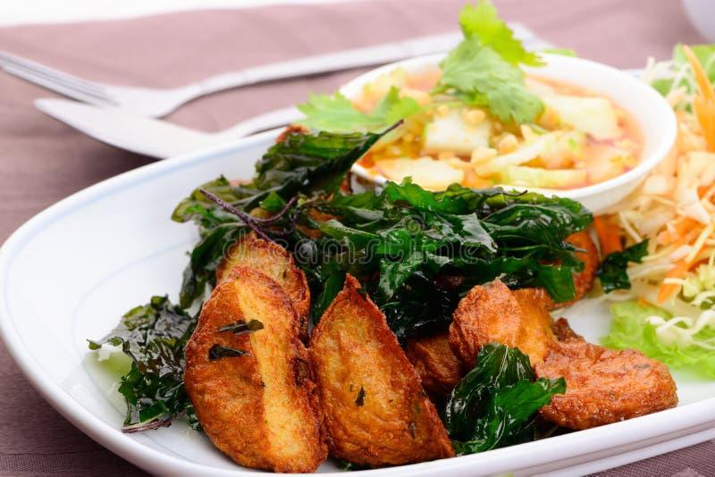 泰国食物名字油煎的鱼糕(托德Mun Pla) 免版税库存照片