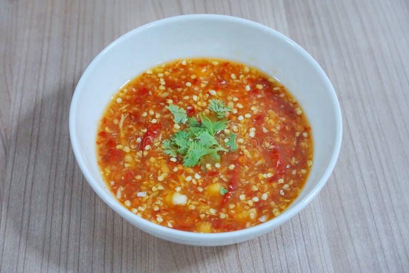泰国食物样式,辣海鲜调味汁顶视图洒与香菜切片 库存照片