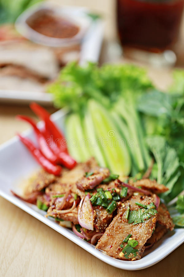 泰国食物辣烤猪肉沙拉  图库摄影