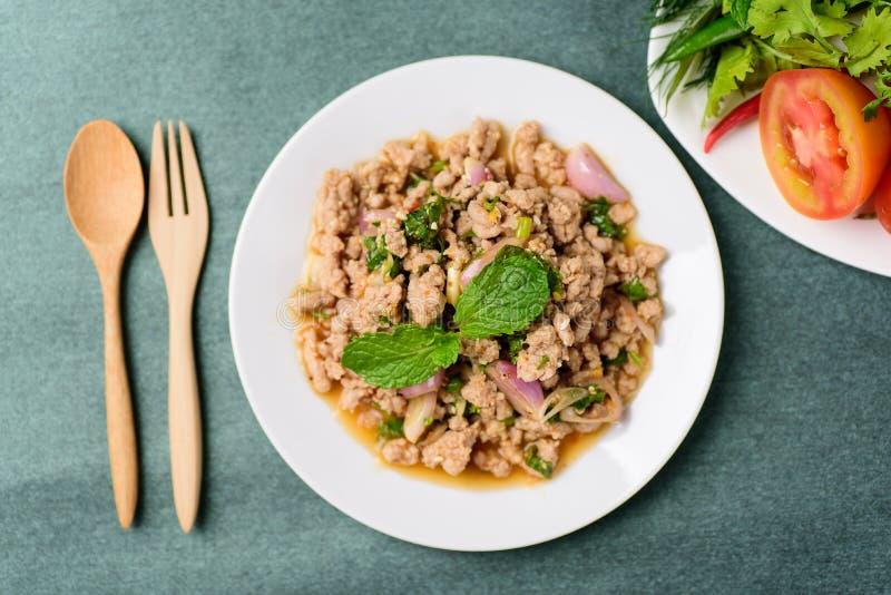 泰国食物,辣剁碎的猪肉沙拉Larb Moo 免版税库存图片