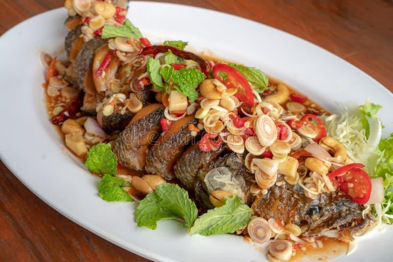 泰国食物,Snakehead鱼 在一块白色板材上 免版税库存图片