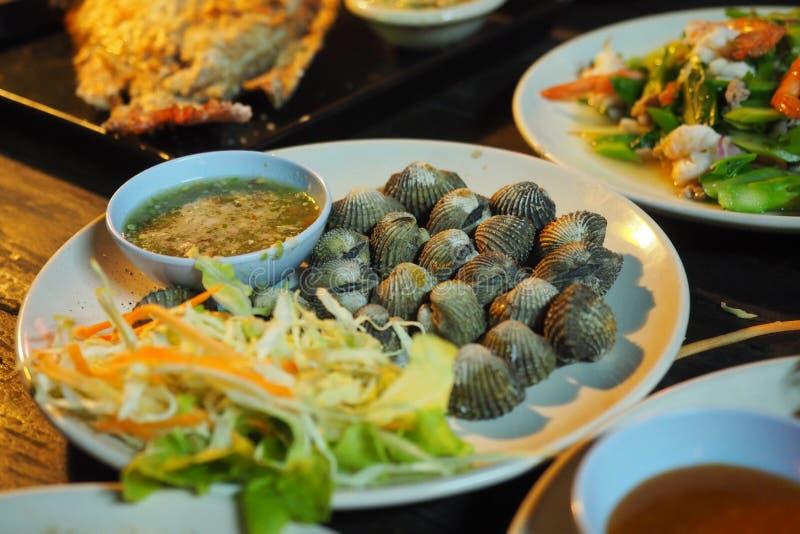 泰国食物:Steamed变白了蛤蜊 免版税图库摄影