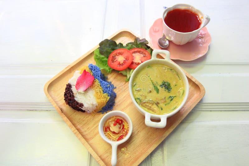 泰国鸡绿色咖喱用米 免版税库存照片