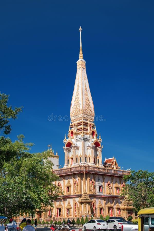 泰国,普吉岛2018年3月22日-佛教Wat寺庙查龙Wat Chayyatararam的主要塔 库存图片