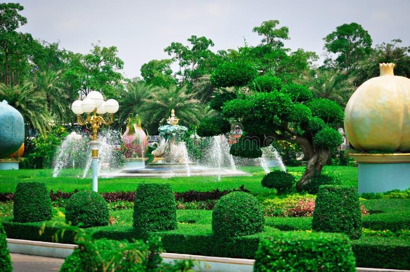 泰国,芭达亚,鸡国王Bong,Sukhavati的宫殿的公园 免版税库存照片