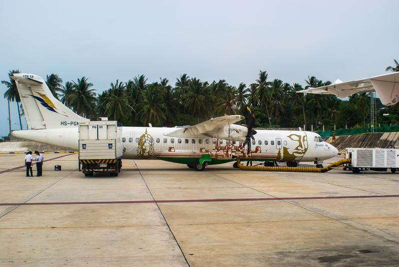 泰国,苏梅岛 苏梅岛国际机场- 2009年5月04日:ATR 72-500 HS-PGK曼谷航空 飞机在平台, 库存照片