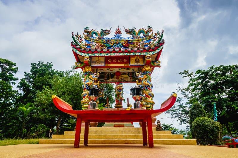 泰国,酸值CHANG-AUGUST 27 :在法坛的看法在圣晁Poh Ko 库存照片