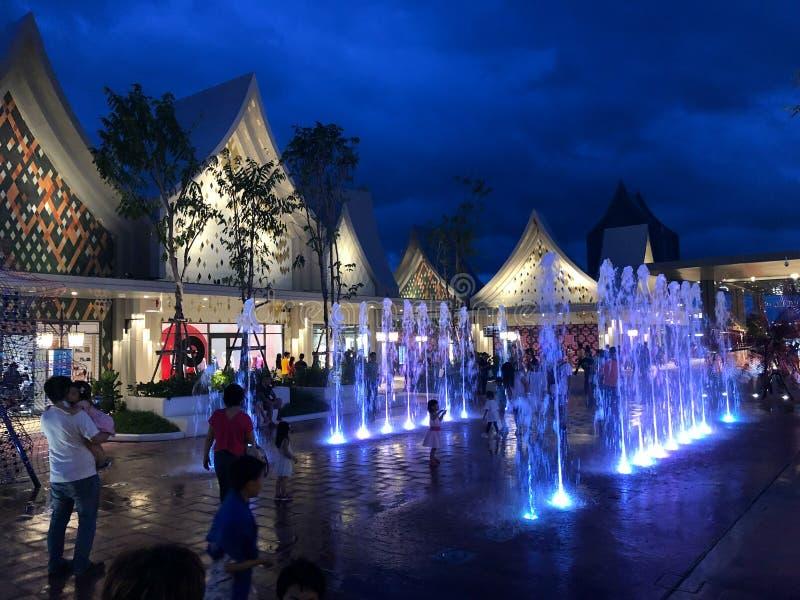 泰国,Samutprakarn - 2019年8月31日:Central Village Bangkok Luxury Outlet是泰国首家国际直销店 库存照片