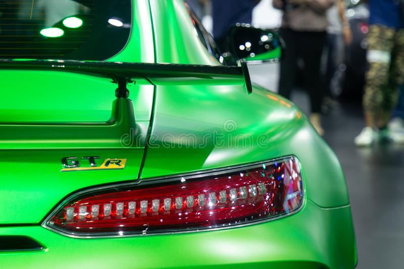 泰国- 2018年12月:在汽车展示会的奔驰车AMG广义相对论系列绿色豪华跑车 背面图尾灯的汽车关闭 库存图片