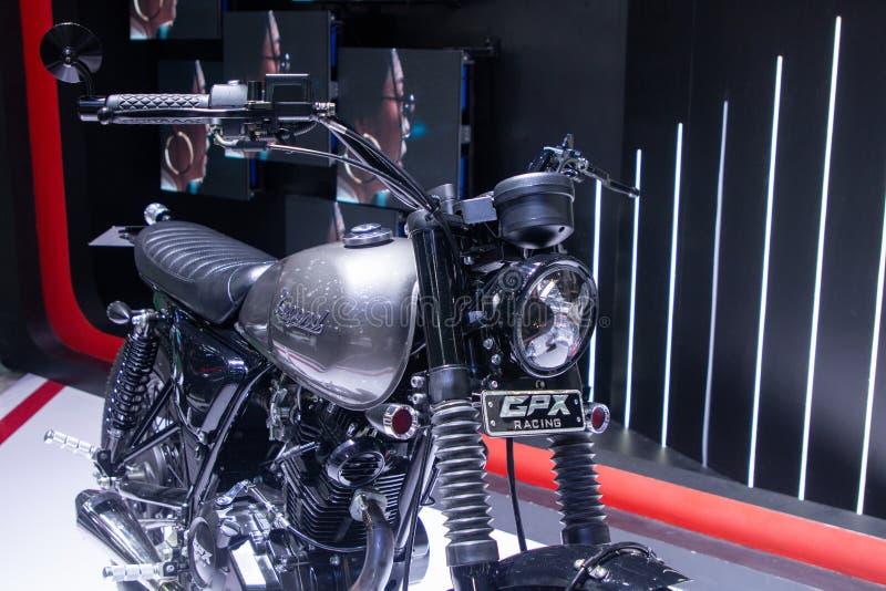 泰国- 2018年12月:GPX传奇咖啡馆在马达商展提出的样式摩托车的关闭暖武里泰国 免版税库存图片