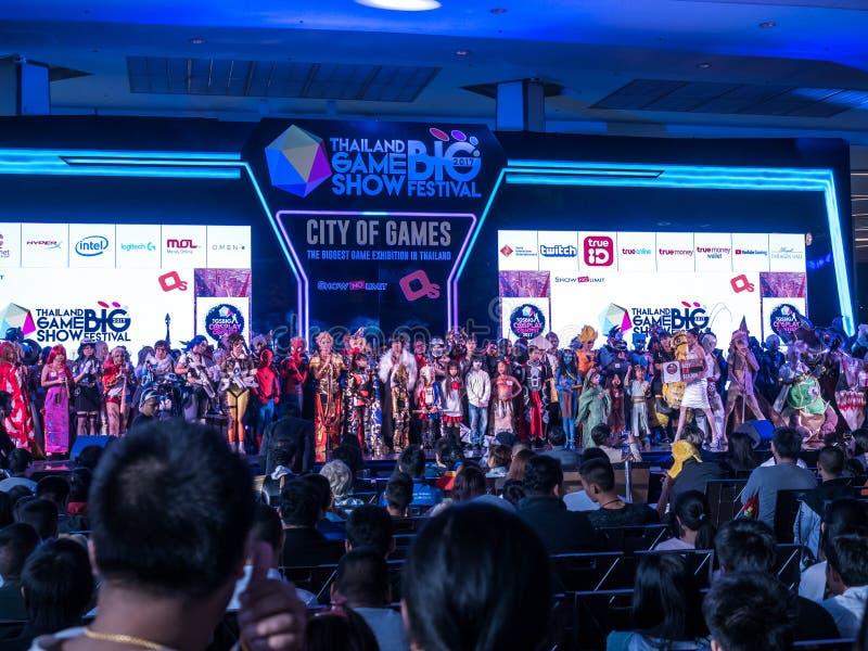 泰国- 2017年11月4日:Cosplay在泰国电视知识竞赛大节日的服装比赛2017年在皇家模范霍尔,曼谷 库存图片