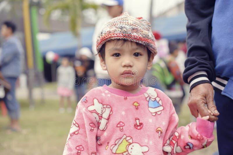 泰国` s全国儿童` s天-一个孩子的照片在Saraphi - Chiangmai的一儿童` s天 泰国2018年1月-13 库存照片