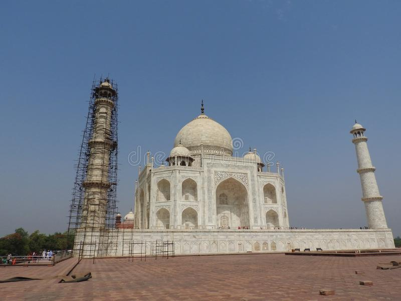 泰姬陵爱,在Yamuna河的南岸白色象牙大理石的陵墓和标志在阿格拉,Uttar印度城市 库存图片