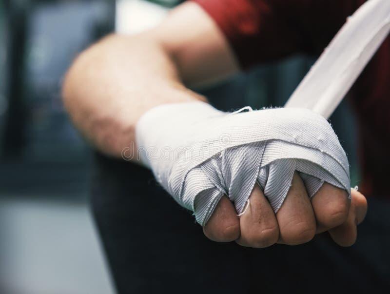 泰拳在健身房的拳击手训练 免版税图库摄影