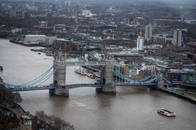 泰晤士全景和伦敦塔桥 库存照片