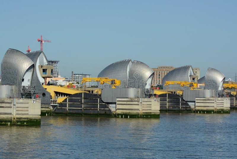 泰晤士在线的障碍码头 r 库存图片