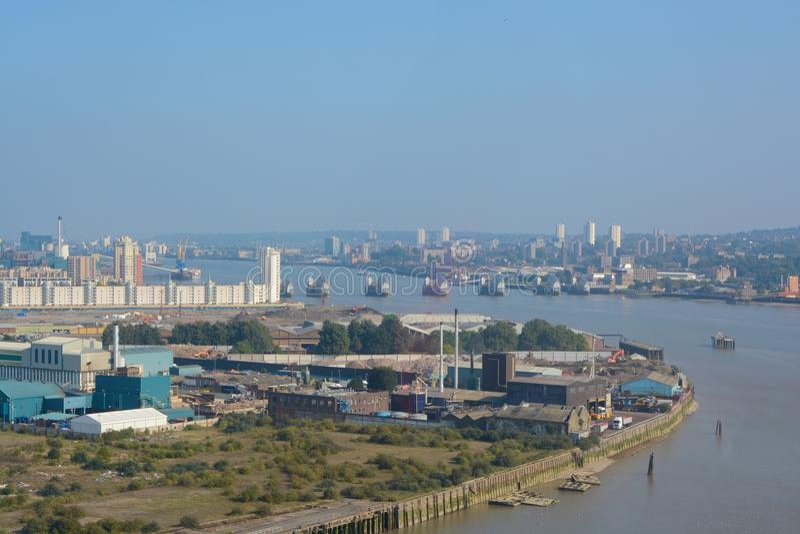 泰晤士河和潮汐障碍在格林威治 伦敦 英国 免版税图库摄影