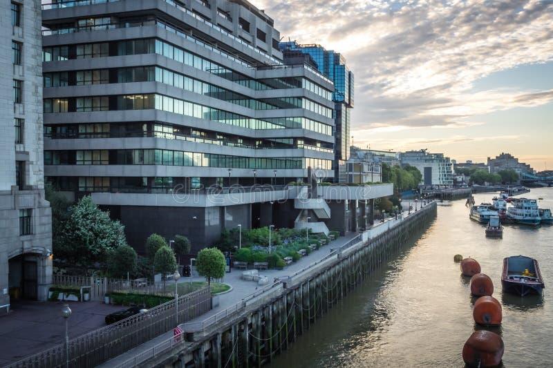 泰晤士河岸 免版税库存照片