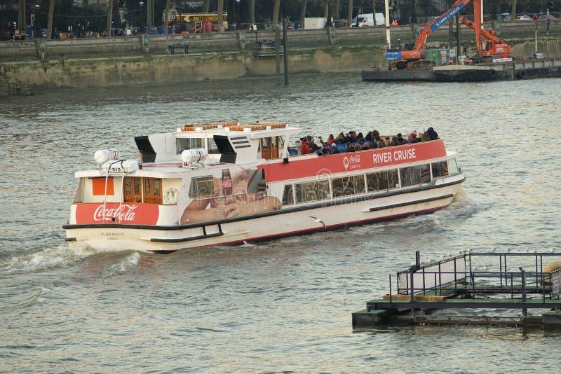 泰晤士河巡航小船,伦敦,英国 免版税库存图片