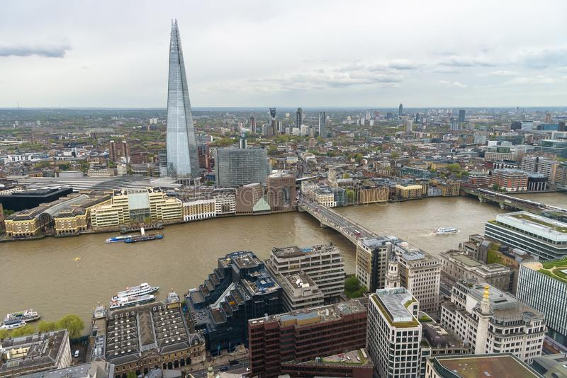 泰晤士河的鸟瞰图在伦敦中部 库存图片