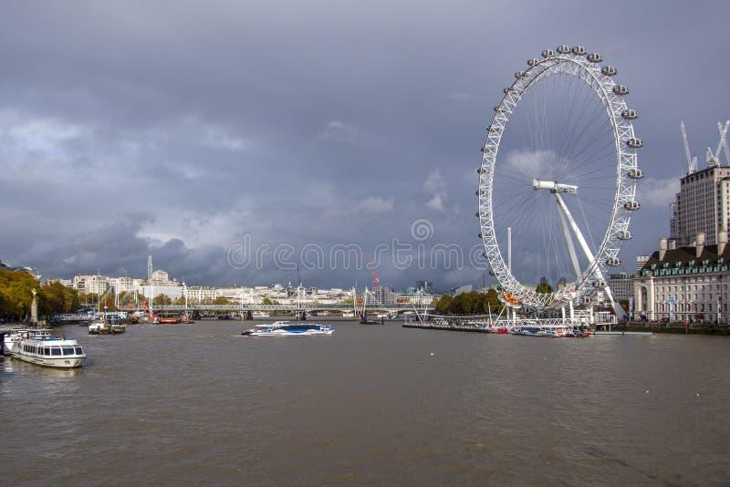 泰晤士河nad伦敦眼睛风景视图  库存图片