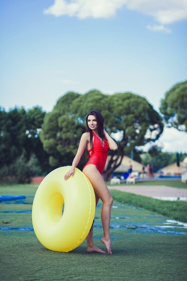 泳装佩带的妇女 免版税图库摄影