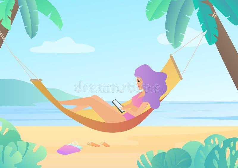 泳装的女孩在棕榈树使用智能手机和放松的吊床在海滩之间 热带旅行旅行概念 皇族释放例证