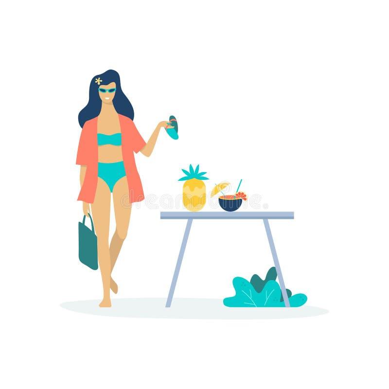 泳装的妇女有新鲜的鸡尾酒的 夏天 皇族释放例证