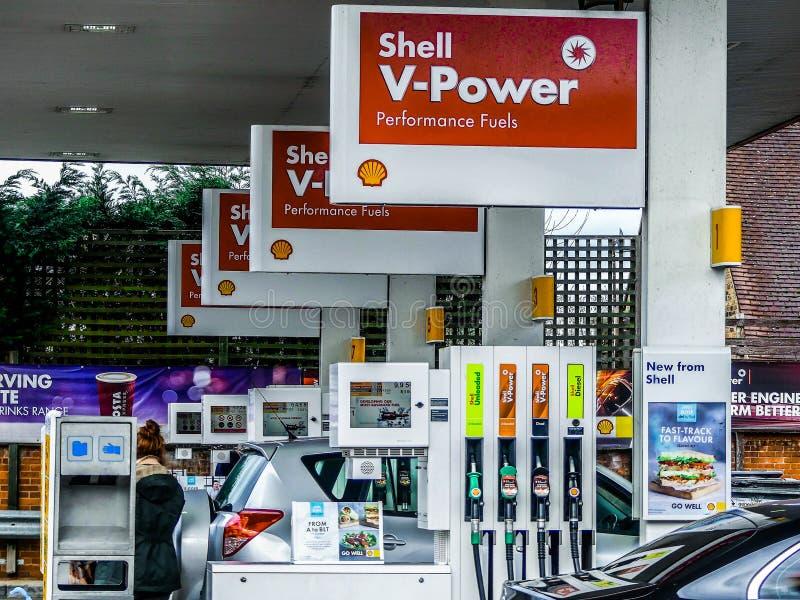 泵浦线在壳加油站,Chorleywood的 图库摄影