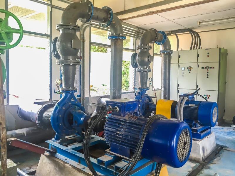 泵浦马达在水处理厂 免版税图库摄影