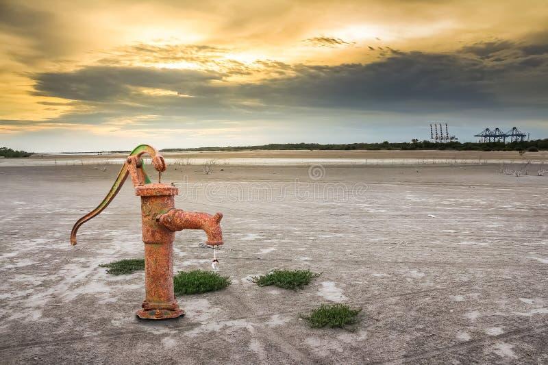 泵生锈的水 库存图片