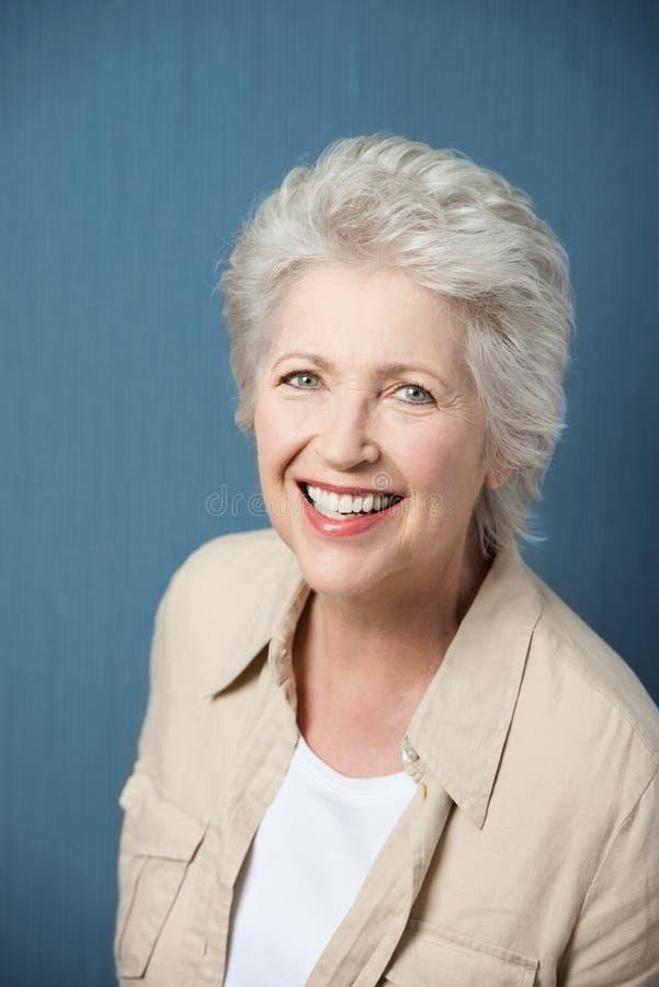 活泼的年长妇女 免版税库存图片