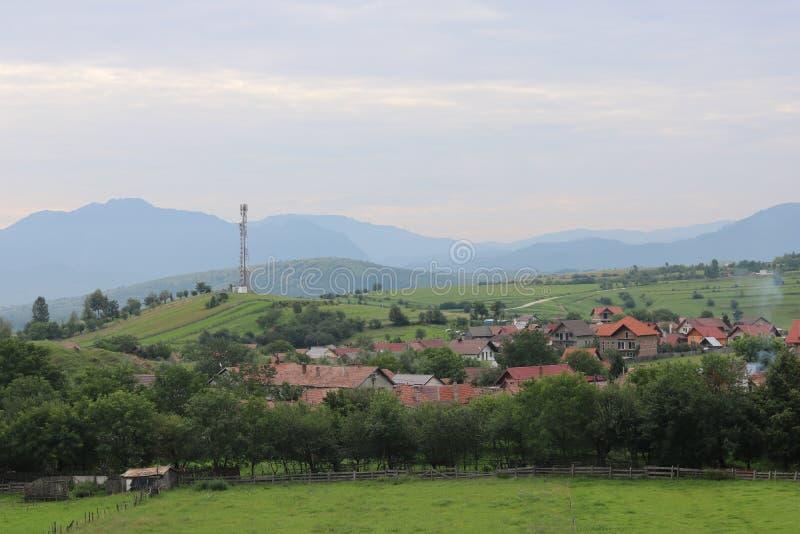 泽尔内什蒂,罗马尼亚-从小山的看法 免版税库存照片