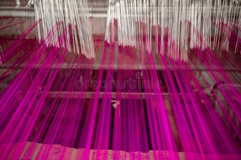 洋红色摇摆手摇纺织机卷 免版税库存图片